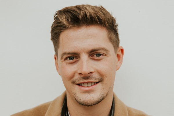 Dr Alex George to speak at Travel Weekly mental health event